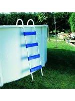 L echelle rend la baignade plus aisée dans la piscine hors sol ronde