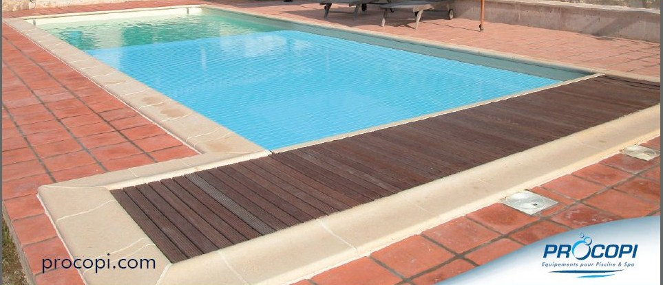 Volet roulant piscine immergee for Piscine zyke